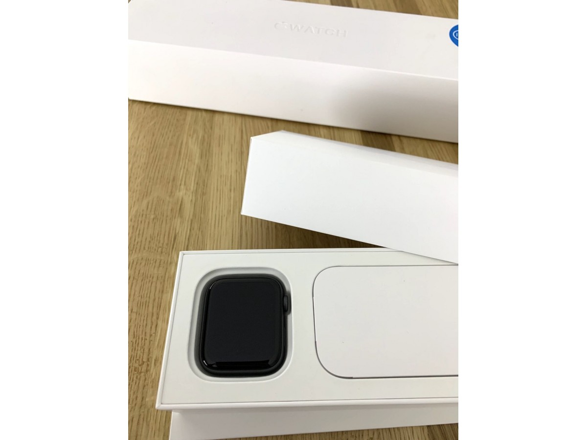 Apple Watch Series 4 40mm Space Gray в Тюмени