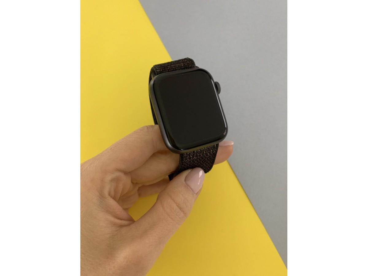 Apple Watch Series 4 44mm Space Gray в Тюмени