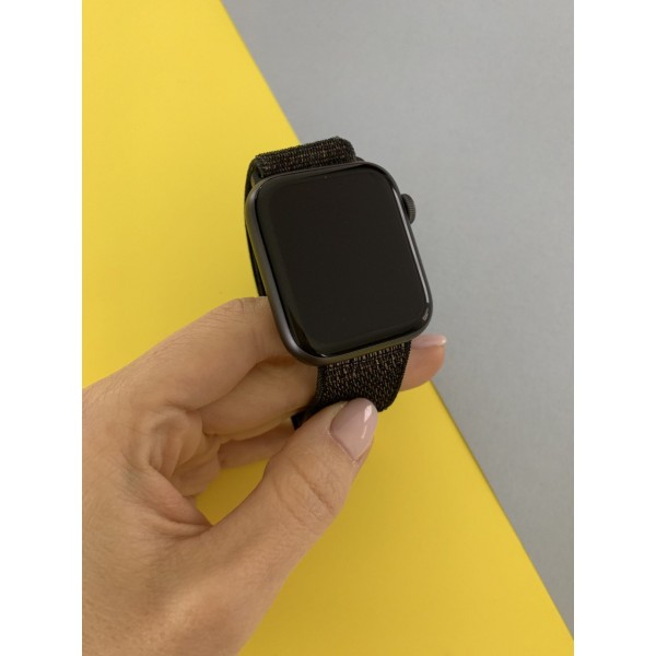 Apple Watch Series 4 44mm Space Gray